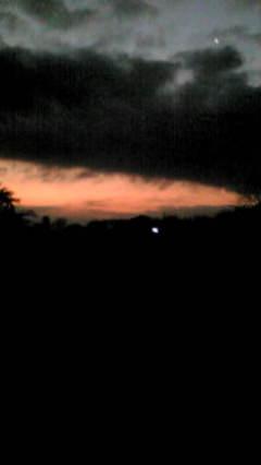 曇りの夜明け前