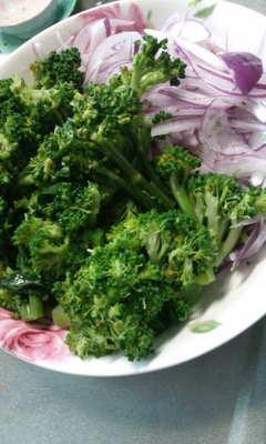 今朝の、野菜サラダです、
